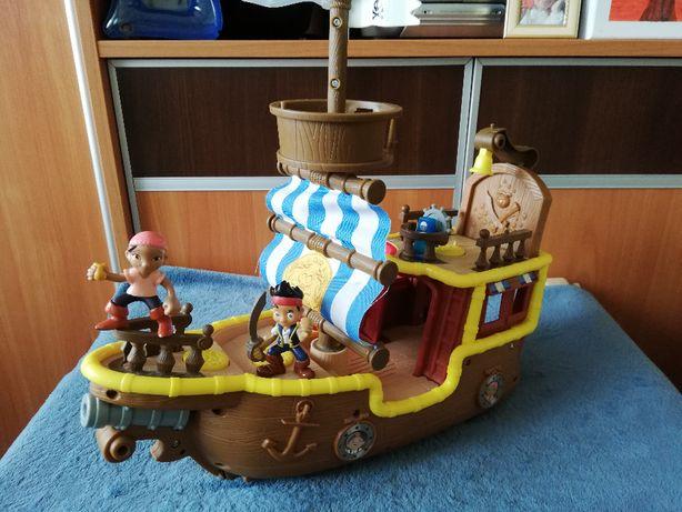 Jake i piraci z Nibylandii statek i figurki