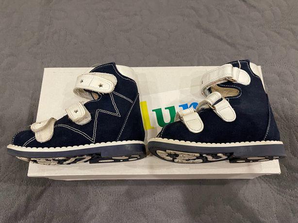 Продам ортопедические сандалии для мальчика