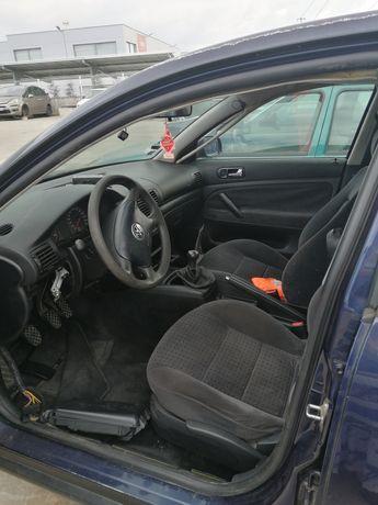 VW Passat 1.6 i