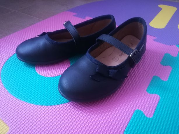 Sapatos merceditas T26
