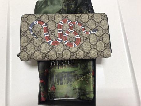 Gucci кошелек с узором GG Supreme и принтом змеи оригинал