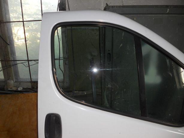 Стекло передней двери на Renault Trafic, Opel Vivaro, Nissan Primastar
