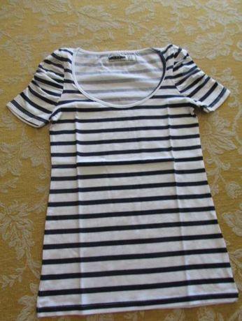 T-shirt Zara riscas azuis e brancas