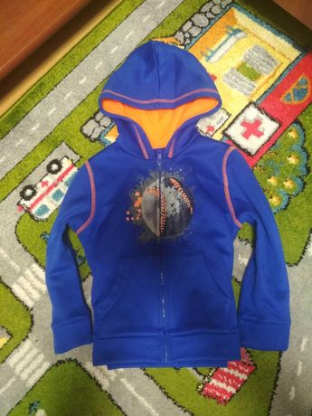 Фірмова Утеплена кофта на 4-5 на замочку светр