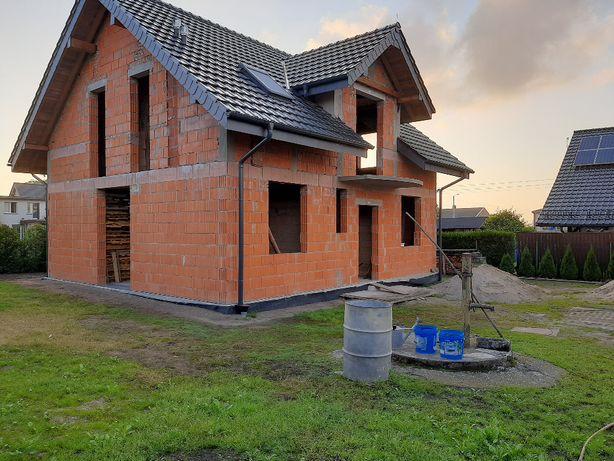 Dom w stanie surowym + garaże.