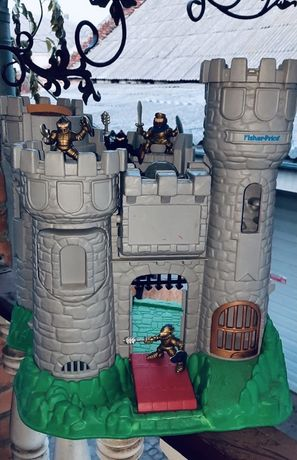 Замок , кукольный домик, лыцарский замок, фортеця, fisher price