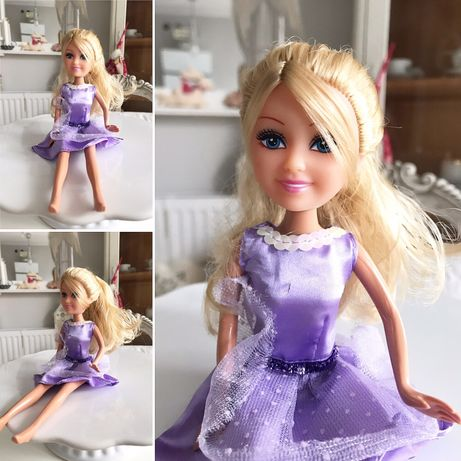 Lalka w fioletowej sukience