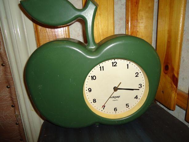 Настенные часы-яблоко