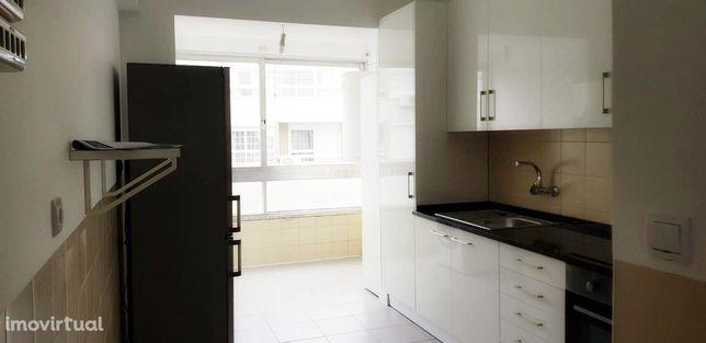 Apartamento T4 na Portela