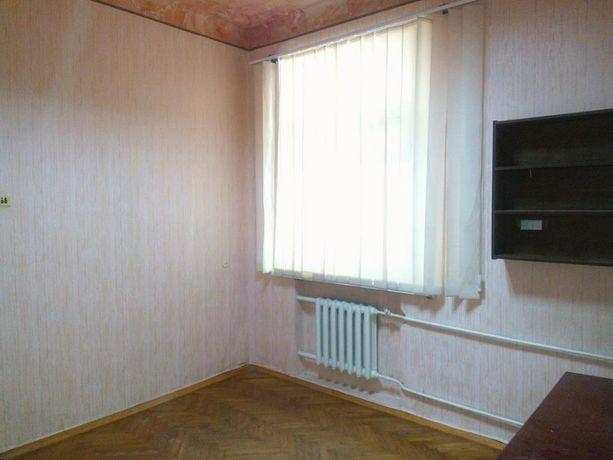 Сдам 3-комнатную квартиру в центре.