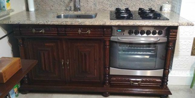Stylowa kuchnia drewniana rzeźbiona szafki kuchenne
