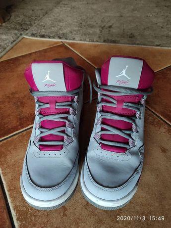 Sprzedam sportowe buty