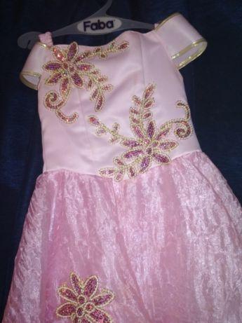 Платье на утреники для маленькой принцессы