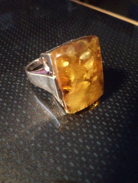 Pierścionek srebrny z bursztynem r.14 (54)