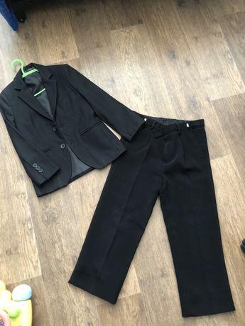 Пиджак и брюки и рубашки