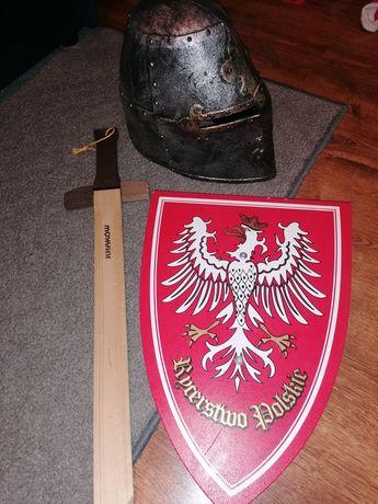 Tarcza, hełm, miecz