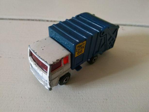 Refuse truck matchbox