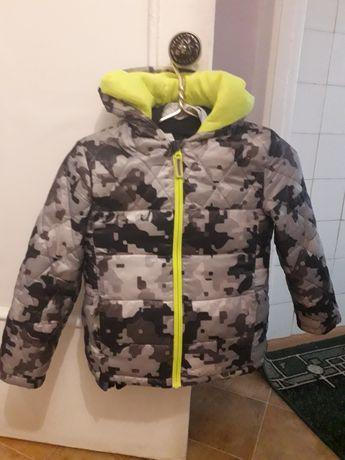 Курточка ветровка на мальчика 7- 8 лет.