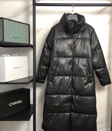Черный зимний кожанный длинный женский пуховик куртка