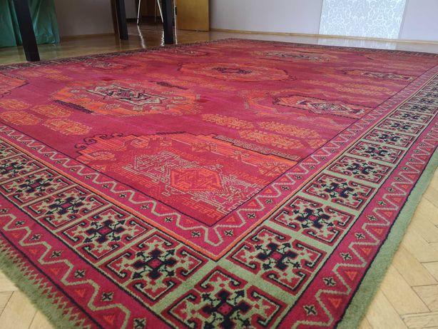 Duży wełniany dywan