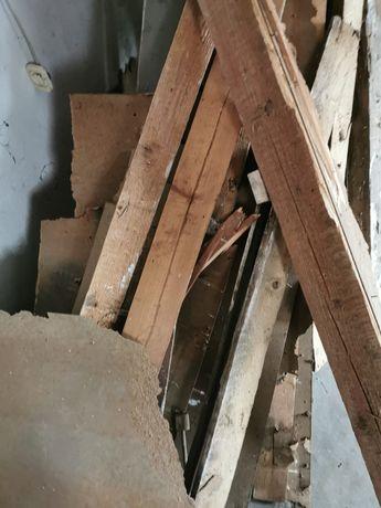 Drewno porozbiurkowe