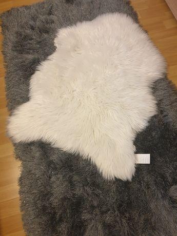 Dywanik biały długi wlos