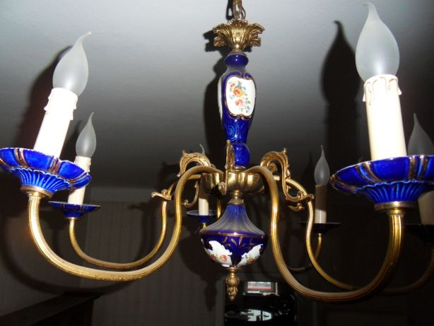 Żyrandol stylowy z elementami porcelanowymi