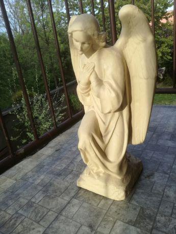 Aniołek, figura ogrodowa, nagrobna, kolor biały lub piaskowy , duży.