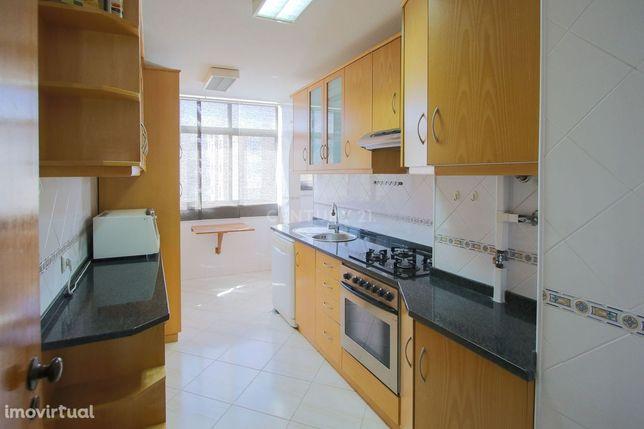 Apartamento T2 em Alfornelos,  remodelado e a 5 minutos do Metro