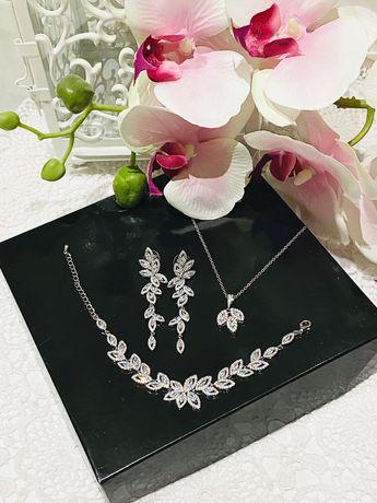 Zestaw biżuterii ślubnej okazjonalnej w kolorze białe zloto