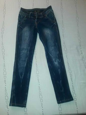 Жіночі джинси...