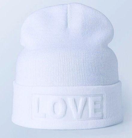 Тёплая шапка LOVE