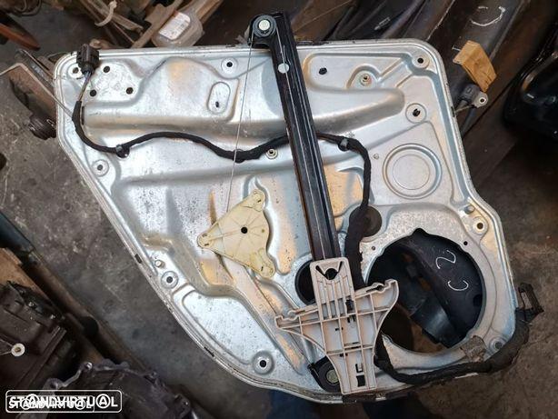 VW GOLF IV ELEVADOR TRAS DTO  E012