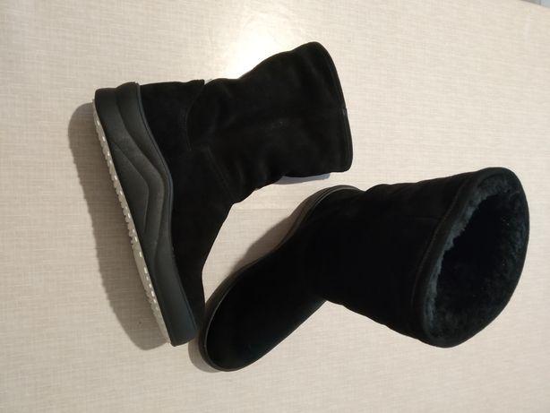 Новые натуральные замшевые ботинки