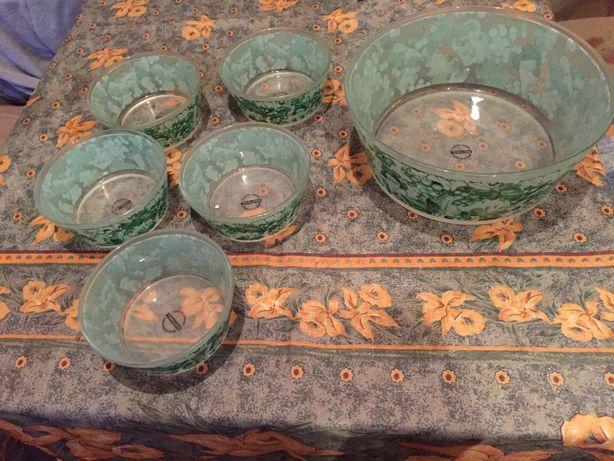 Посуда, небьющееся стекло.Набор пиал и большая чаша
