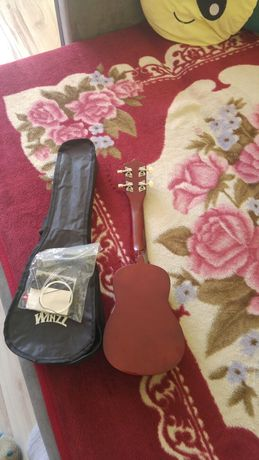 Sprzedam nowe ukulele.