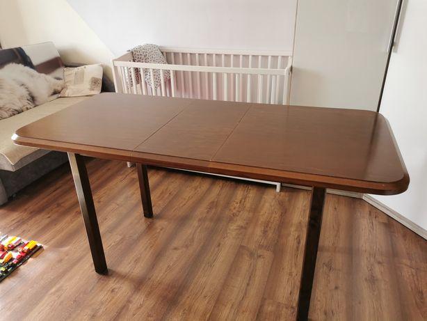 Drewniany stół pokojowy