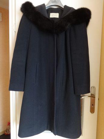 Płaszcz z prawdziwym futerkiem