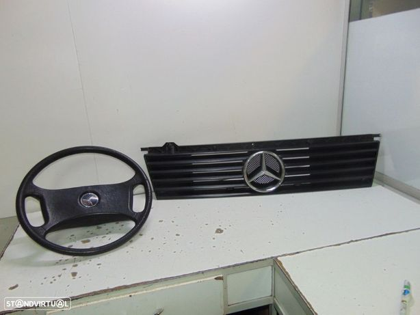 Mercedes mb100 furgao volante e grelha central