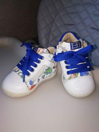 Взуття весняне 18 розмір