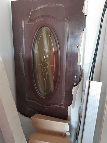 Nowe drzwi zewnętrzne z nadstawką.