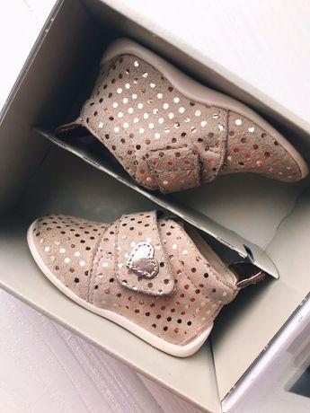 Легкие замшевые ботиночки для девочки