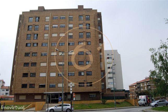 Apartamento T2 sem varanda com lugar de garagem para 1 carro e arru...