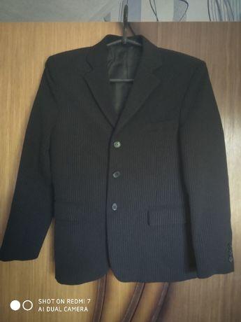 Продам брюки и пиджак на мальчика (костюм), черный в полоску