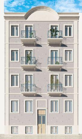 Apartamento Totalmente Remodelado com Varanda