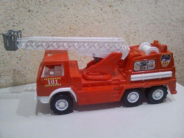 Пожежна машина червона