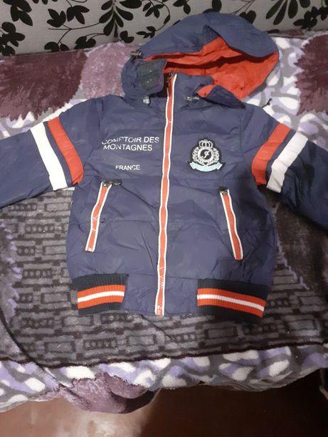 Продам куртку на хлопчика 3-4рочки