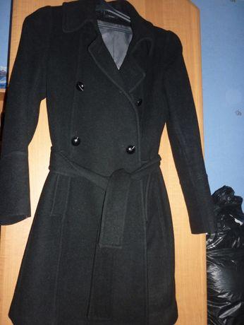 продам демисезонное шерстяное пальто