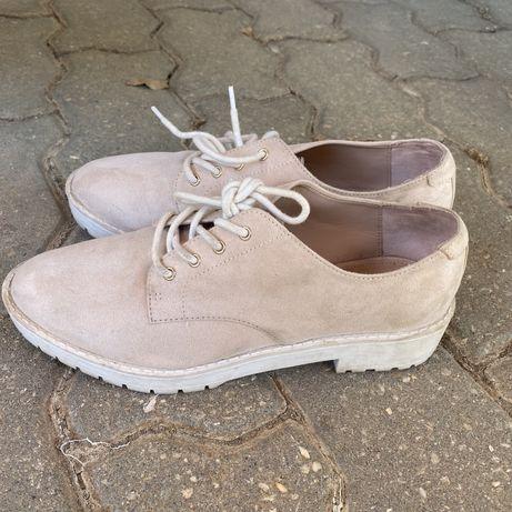 Sapatos clássicos da bershka