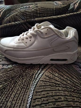 Жіночі кросівки 36 розмір